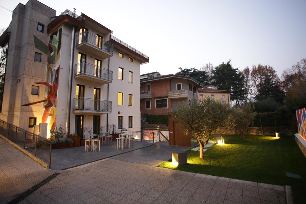 the exterior of stravagante hostel verona